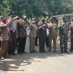 Operasi Penggunaan Masker di jalan utama  desa Karangkemiri Kecamatan Jeruklegi
